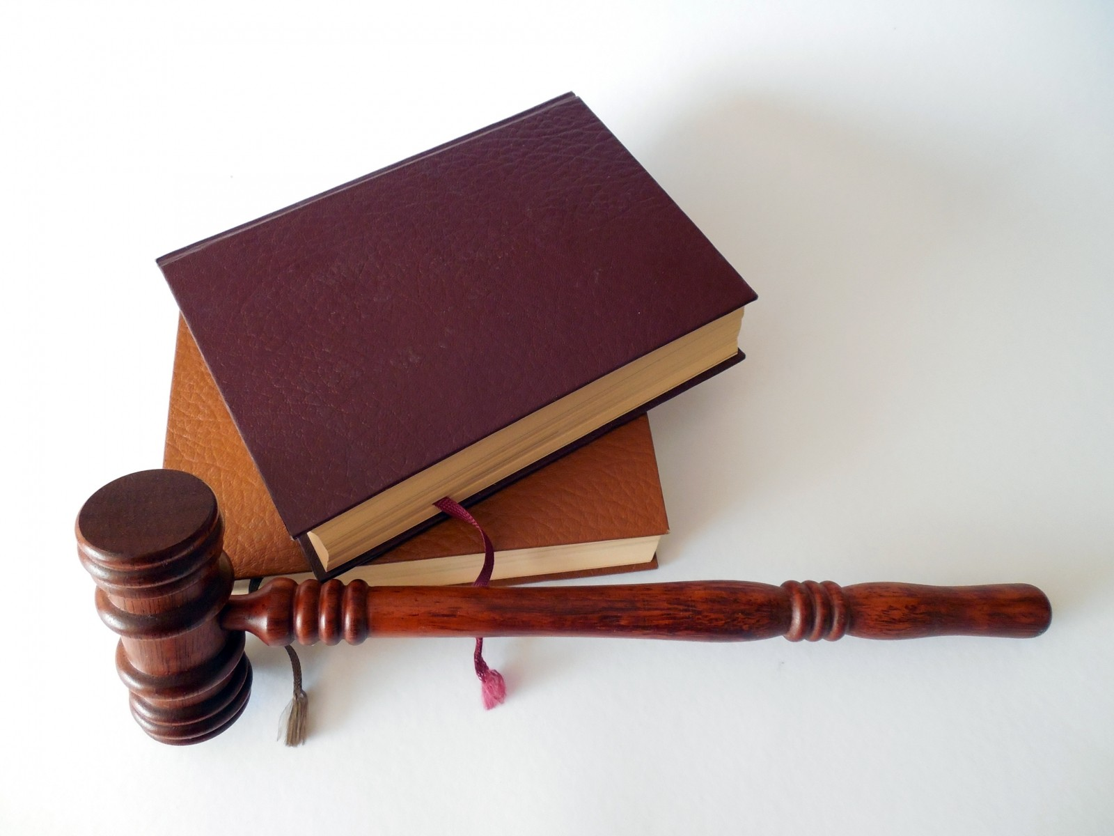 hammer-books-law-court-lawyer-paragraphs-rule-4