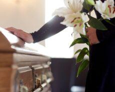 Co sprawdzić przed podpisaniem umowy z zakładem pogrzebowym?