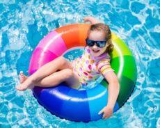 Jak przekonać dzieci, żeby nosiły czepki pływackie?